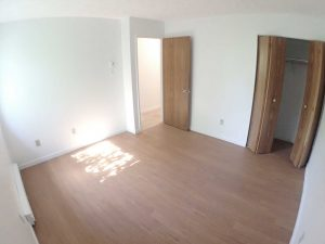 3 Bedrooms - Room with closet - Oxford Residence - Affordable Rents in Lennoxville, Sherbrooke Spacious & clean apartments
