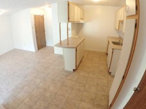 3 Bedrooms - Entrance & kitchen - Oxford Residence - Affordable Rents in Lennoxville, Sherbrooke Spacious & clean apartments