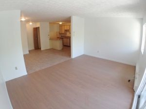3 Bedrooms - Living room & kitchen - Oxford Residence - Affordable Rents in Lennoxville, Sherbrooke Spacious & clean apartments